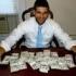 Άντρας επέστρεψε $98.000 που βρήκε σε γραφείο που αγόρασε online